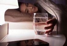 فواید نوشیدن آب قبل از خواب شب
